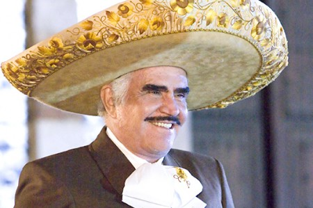 Se burla Vicente Fernández de los videntes