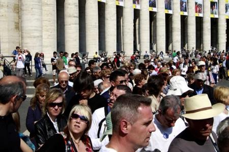 Ante 200 mil personas inicia vigilia antes de la beatificación del Papa Juan Pablo II