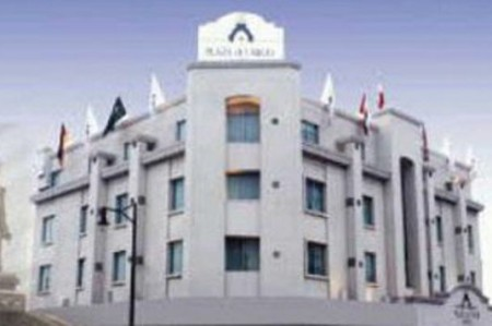 Atacan en Monterrey hotel donde se hospedan federales