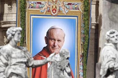 Benedicto XVI oficia misa para beatificar a Juan Pablo II