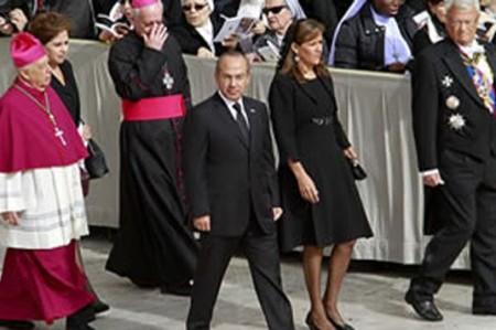 Calderón asiste a ceremonia de exmandatario del Vaticano