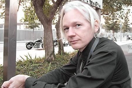 Evalúa EU posibilidad de encauzar criminalmente a fundador de WikiLeaks