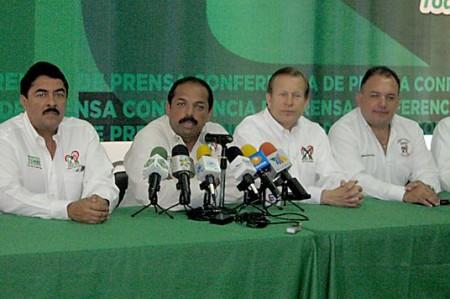 """Ex gobernador de Hidalgo asegura que el PRI se llevará el """"carro completo"""""""