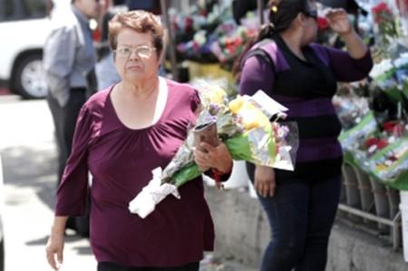 Autoridades aduanales prohíben cruce de flores naturales a EU