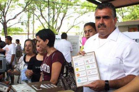 'Funcionarios de casilla no están a la altura': Raymundo Flores