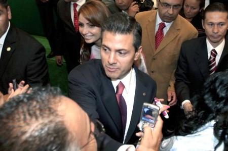 Gana Enrique Peña Nieto el debate, según encuesta de El Universal; Josefina es última
