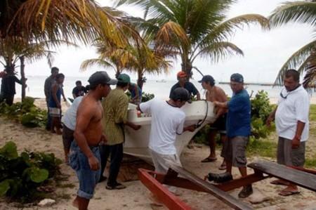 Impacta 'Ernesto' Quintana Roo con vientos de 280 kilómetros