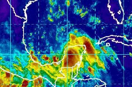 ¡Peligro, huracán!; vigilan lluvias en el Golfo de México