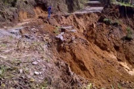 Protección Civil alerta por deslizamientos de tierra