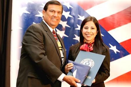 Reconoce Senado del estado de Texas a la diputada Leticia Salazar
