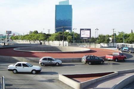 Reportan choques constantes en rotonda de Garza Sada, en Monterrey