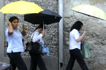 Reynosa se refresca un poco con lluvias