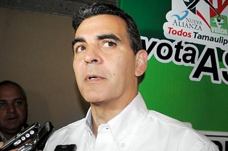Vázquez Mota 'ignorante y mentirosa', dice Reynaldo