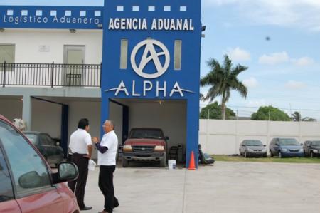 Inspecciona CNDH al negocio donde dejaron camionetas de hermanos ejecutados