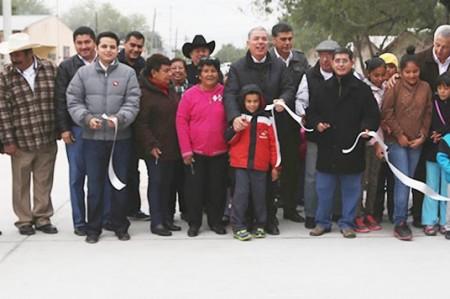 Inaugura Pepe Elías calles de concreto en la Rancho Grande