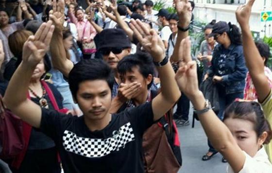 Detienen A Estudiantes En Tailandia Por Senal De Los Juegos Del Hambre