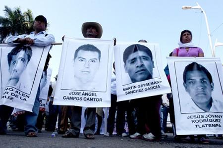 Padres de 43 normalistas desaparecidos; protestan en Chilpancingo