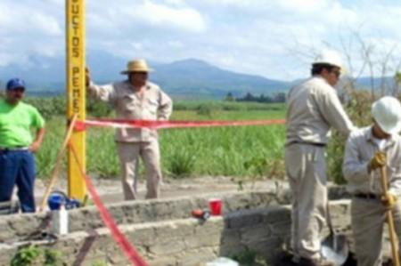 Pemex atiende derrame de gasolina provocado por toma clandestina en Reynosa