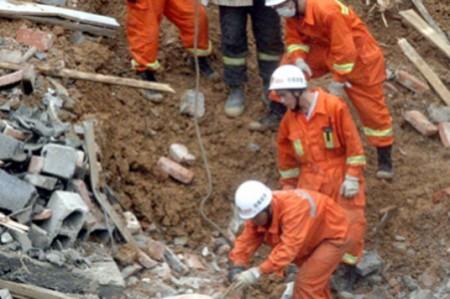 Asciende a 51 el número de muertos por deslave en Indonesia