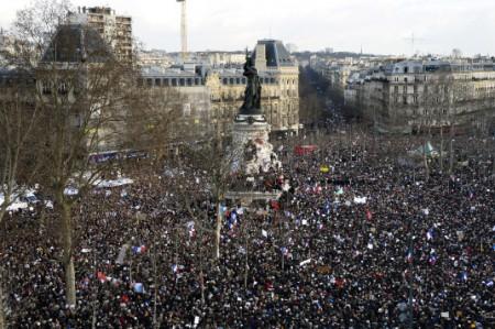 Marchan miles en París en contra de atentados