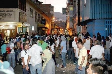 Cierran 230 comercios por 'plantón' de CNTE en Tuxtla Gutiérrez