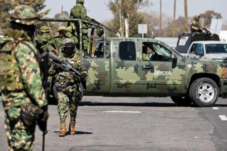 Militares decomisan arsenal en la frontera