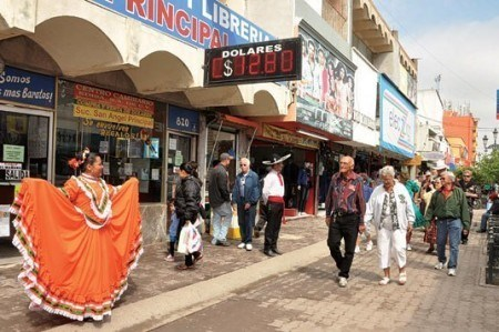 Apenas firmen con locatarios, remodelan calle peatonal Hidalgo