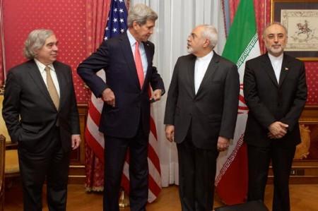 Lideran Kerry y Zarif segundo día de pláticas para acuerdo nuclear