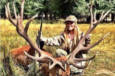 Hija de funcionario presume fotos de caza