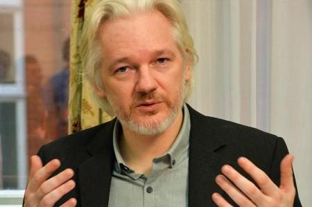 Gran Bretaña advierte que detendrá a Assange si abandona embajada