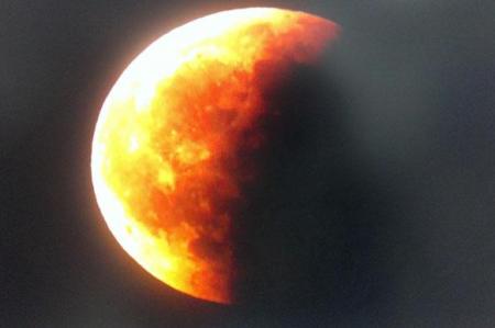 Eclipse lunar total se registró durante la madrugada