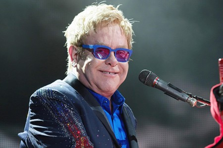 Elton John estuvo hospitalizado por una rara infección
