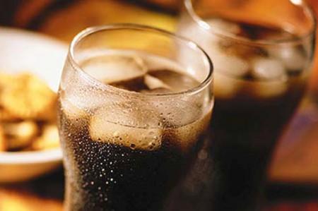 Alerta IMSS efectos dañinos a la salud por consumir refresco