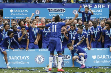 Con emotivo adiós a Drogba, Chelsea sella campaña con 3-1 sobre Sunderland