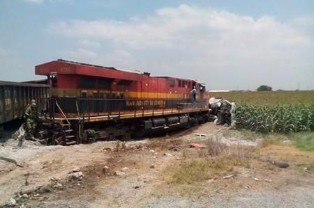 Tren carguero se descarrila en Díaz Ordaz