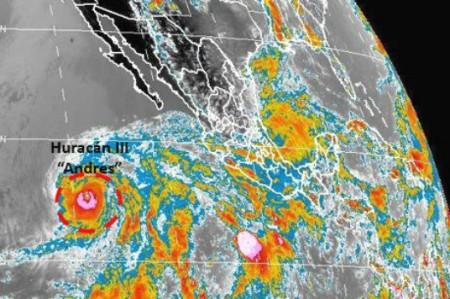 Huracán 'Andrés' asciende a categoría III