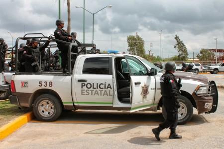 Policía Estatal aseguran camioneta blindada y 500 cartuchos
