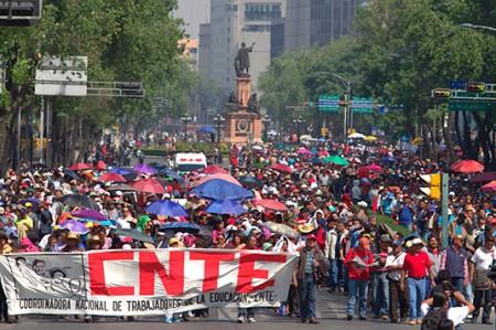 CNTE alista marcha en Plaza de las Tres Culturas
