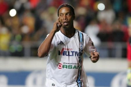 Ronaldinho anota penal y Gallos vence 1-0 a Jaguares