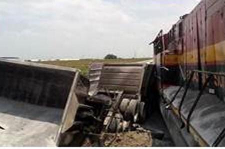 Restablecen circulación tras descarrilamiento de tren en Díaz Ordaz
