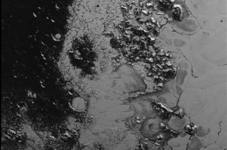 Descubren otra cordillera en el 'corazón' de Plutón