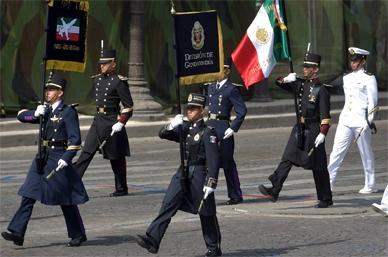 Elogian desfile de 'Águilas' mexicanas en Día Nacional de Francia