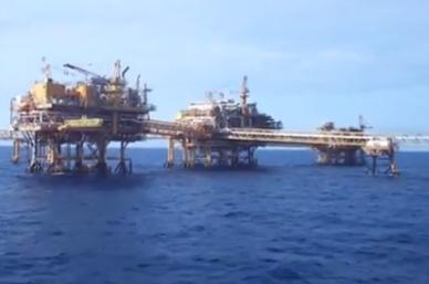 Pemex desaloja plataformas por huracán 'Earl'