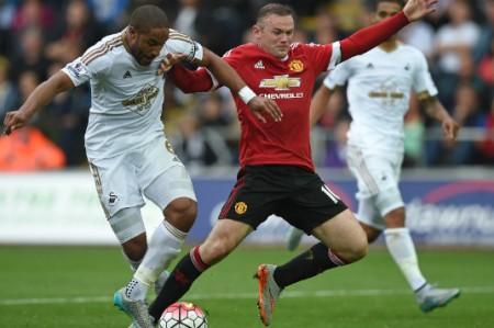 Swansea quita invicto a Manchester United, 'Chicharito' se queda sin jugar