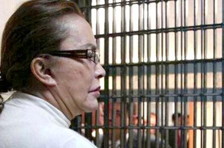 Elba Esther gana amparo para definir prisión domiciliaria