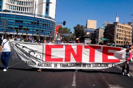 Refuerzan plantón de la CNTE en la capital del país