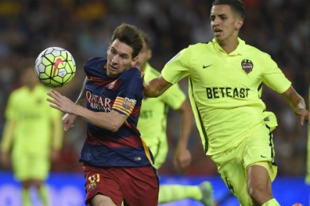 Barcelona permanece con paso perfecto al golear 4-1 a Levante