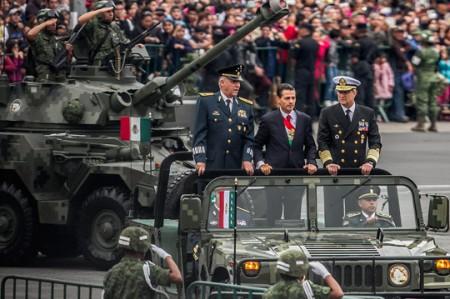 Sin novedad desfile militar que encabezó EPN