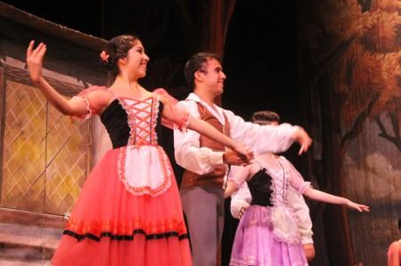 Compañía de Danza de Nuevo Laredo cautiva con 'Giselle'