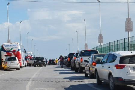 Lucen puentes internacionales saturados este 16 de septiembre